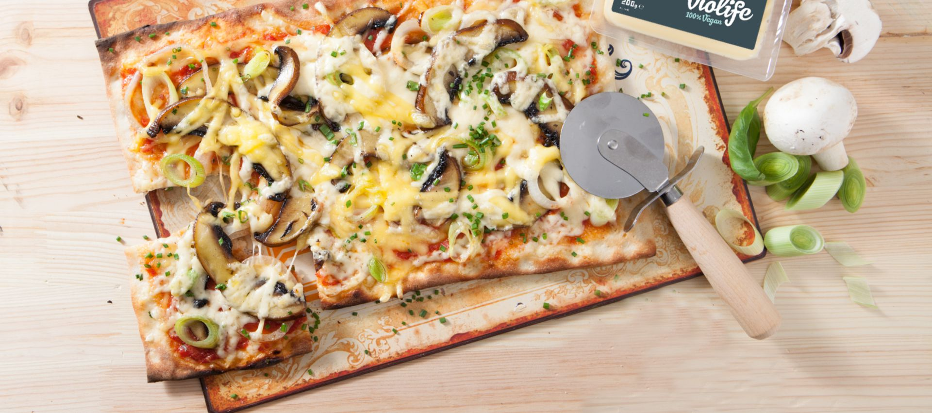 Leek, Mushroom and Pesto Pizza photo